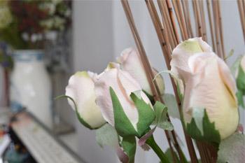 Rosas artificiales en Sevilla