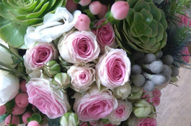 ramos de novias con rosas dos hermanas